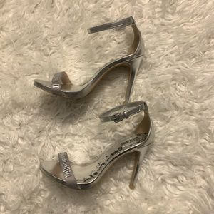 Silver heels with gemstone size 5